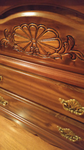 VINTAGE SOLID WOOD BEDROOM SET MINT!