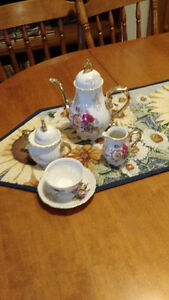 45 pc Royal Kent's collection china set for 8 Peterborough Peterborough Area image 3