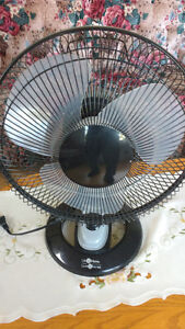 Table fan with 3 speeds