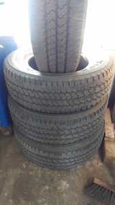 4 Pneus ete LT245-70r17 Firestone Transforce AT usure 16&12/32