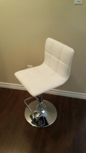 Comfortable, tufted bar stool