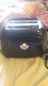 Leafs toaster