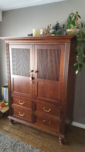 Hutch/Entertainment Cabinet/TV Stand