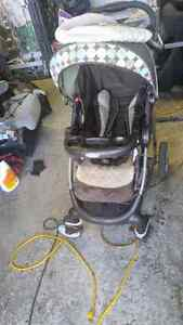 Folding graco stroller  used West Island Greater Montréal image 3