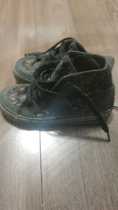 Boys high top skull & crossbone shoes