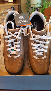 New in box, mens size 11 Rockport Works safety shoes
