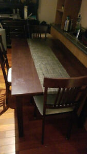 Dining room table (+ 3 chairs)