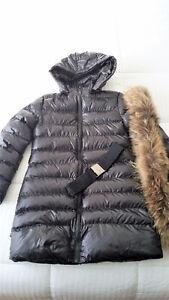 Deux manteaux tout NEUF.