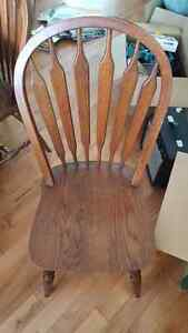 Small round table w/ four chairs Cambridge Kitchener Area image 2