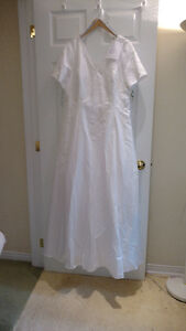 Sample wedding gowns.  UPCYCLE! $40 - DRESS 6