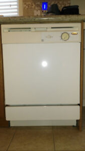WHIRLPOOL DISHWASHER VERY GOOD CONDITION  FOR $60 IN AJAX