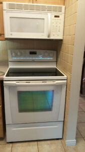 Whirlpool Gold Stove & GE Spacemaker Over the Range Microwave