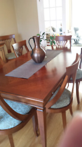 Dining table with 8 chairs and buffet