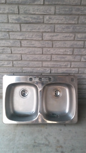 Moen sink and Fausat
