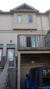 5 bedrooms townhouse for rent