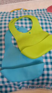 Tommee tippee silicone bibs