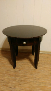 Wooden Side Table w. Pullout Drawer