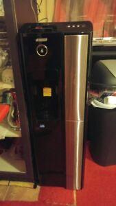Distributeur d'eau couleur noir  120 $