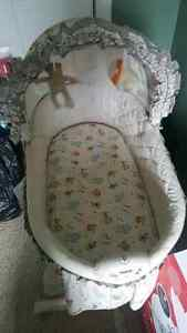 Bassinet (mint condition)