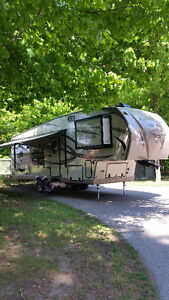 Immaculate Rockwood Lite Weight 5th Wheel - Practically New!!