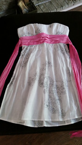 New strapless white dress size 6/Sm