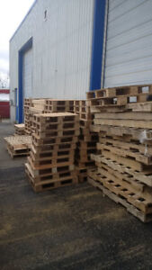 FREE WOODEN SKIDS OF VARIOUS SIZES
