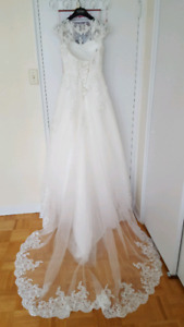 Wedding gown , come with veil and glove