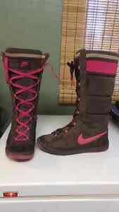 Women's sz 8 NIKE winter boots