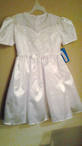 Girls Beautiful Little White Dress Pearls & Sequins Sz 6 - New
