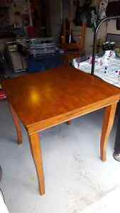 Dinning room table - Pub style - 2 chairs
