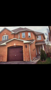 Semi-detatched House for Rent in Mississauga - Heartland Area