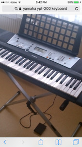 Yamaha YPT-200 Keyboard with stand and bench