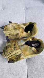 Stride Rite Claw Slippers  -Size 9/10 Peterborough Peterborough Area image 1