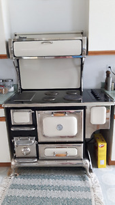 Antique looking electric stove