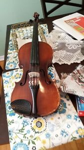 ANTIQUE VIOLIN FOR SALE.