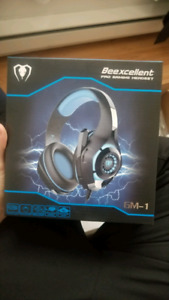 Brand new never used black and blue gaming headset.Usb and 3mm.