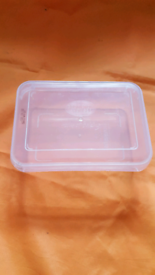 Plastic Food storage containers with lids BRAND NEW.