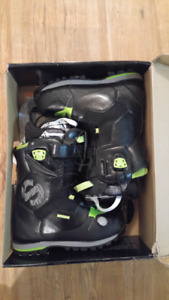 Size 7.5M -Delux Spark Snowboard boots