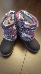 CUTE UGG STYLE BOOTS KIDS SIZE 10 US BRAND