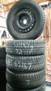4 très bons pneus d'hiver 195 65 15 Michelin avec rims 5x114. 3