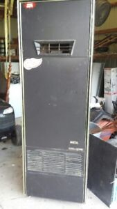 HUNTER NATURAL GAS FORCED AIR WALL FURNACE