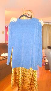Karen Scott blue sweater West Island Greater Montréal image 2