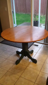 Round Oak Dining Table and Chairs