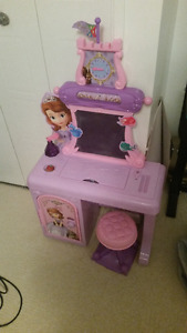 Sofia the first play stand