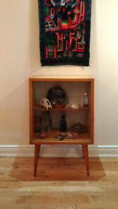 Display cabinet/ Entry table