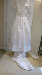 Sample wedding gowns.  UPCYCLE! $40 - DRESS 7