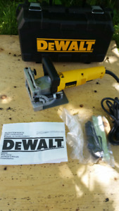 DEWALT DW682 PLATE JOINER/BISCUIT JOINER IN LIKE NEW CONDITION