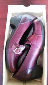 Clarks red shoes excellent condition  Windsor Region Ontario image 1