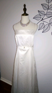 Wedding dress formal gown in excellent condition