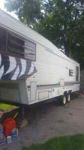 REDUCED!!!!! Mint condition!!!!!!!! 1986 30ft Coachmen 5th wheel